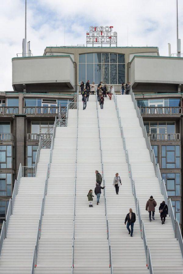 tangga raksasa rotterdam