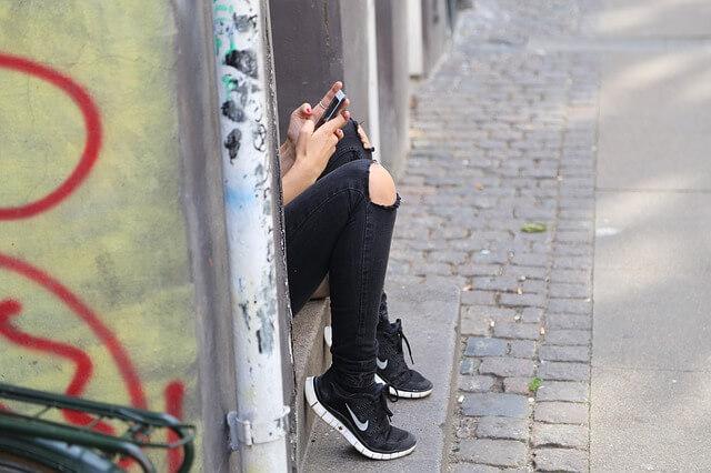 Dampak dan kekurangan komunikasi daring