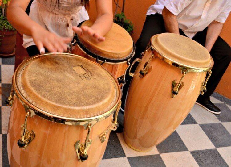Alat musik ritmis modern konga
